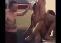 Amigos en carnaval enfiestando a una prostituta - Ver más : http://zo.ee/4KWQ