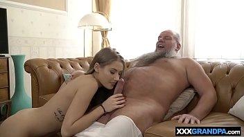 Xvideos Novinha Xxx Gostosa De Quatro Tendo Sua Buceta Destruído Pelo Velho Magrelo Pausudo
