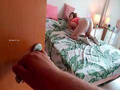 Primo Flagrou a novinha do zap se masturbando no quarto Caiu Na Net
